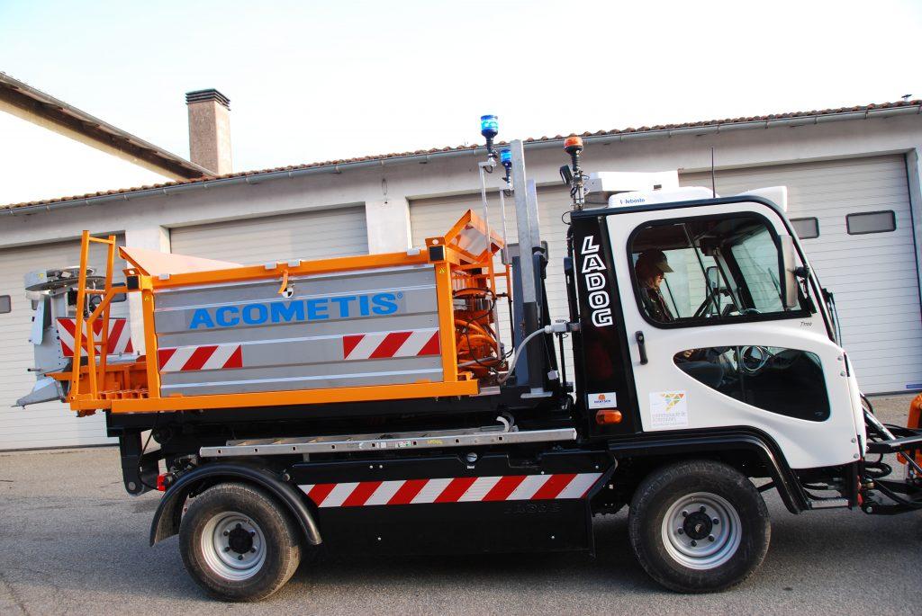 T1700 mit Hakenliftaufbau und Streumaschine